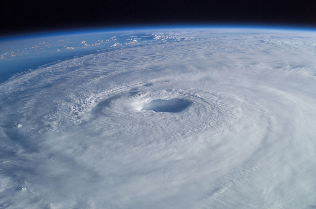 Hurricane_Isabel_from_ISS_sm-2